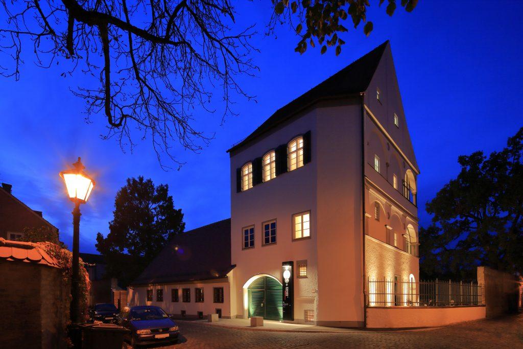 Das Museum bei Nacht